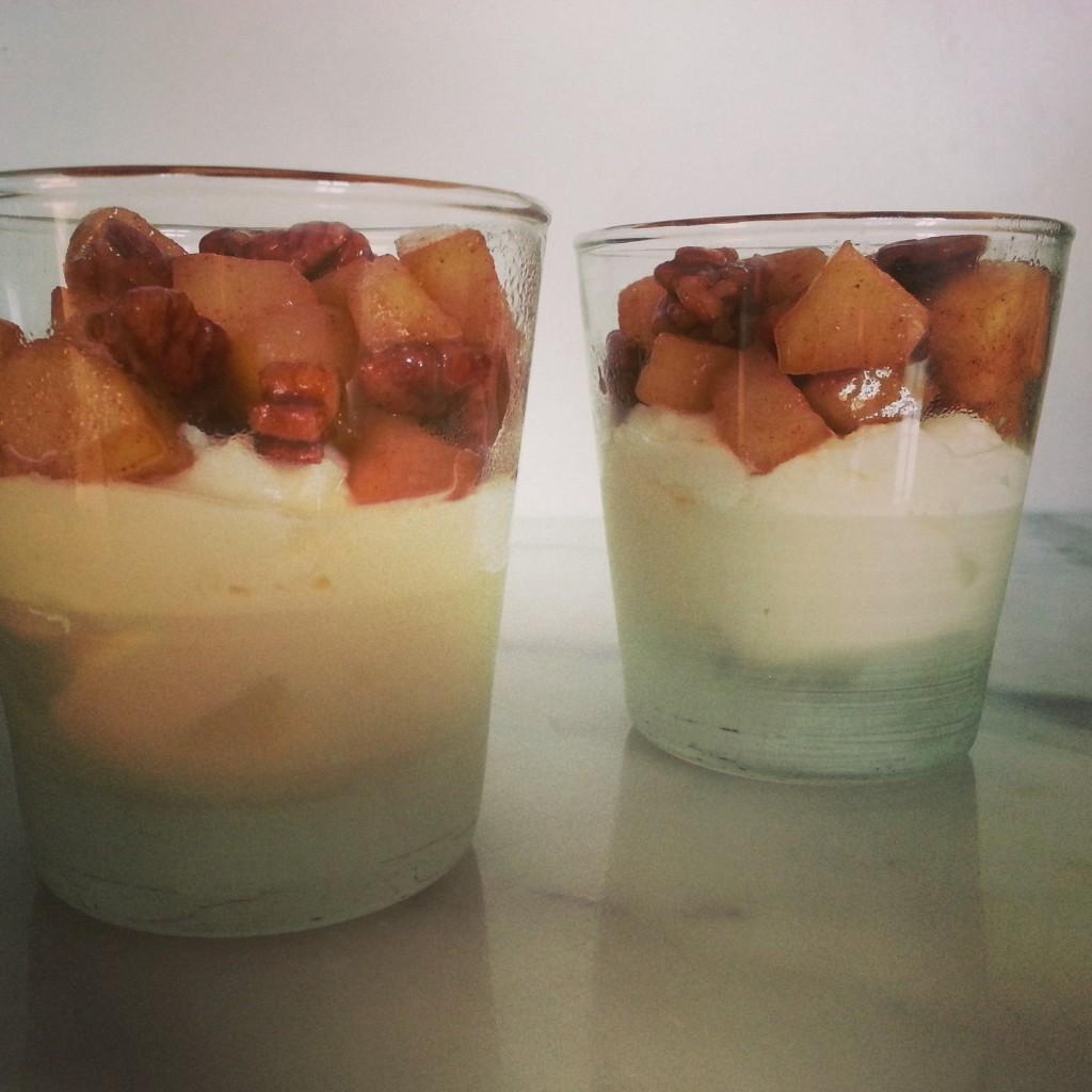 yoghurt met peer, patesserie, makkelijk dessert