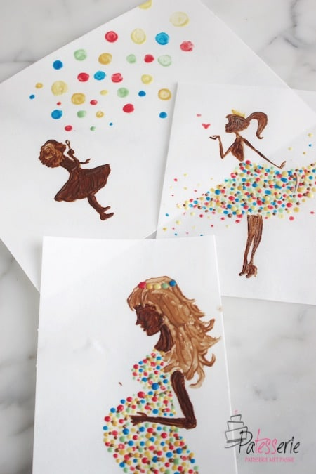Drie tekeningen obv schilderen met chocolade. Een meisje dat bellen blaast, een vrouw in een gekleurde stipjes jurk en een silhoutte van een zwangere vrouw