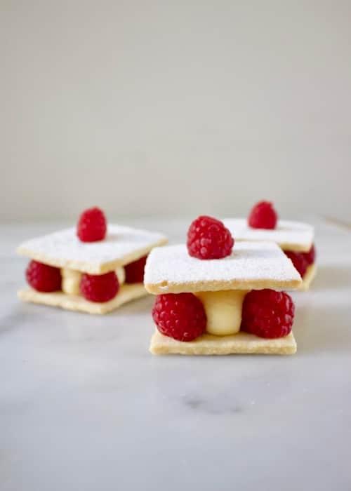 3x een Mini frambozen taartje