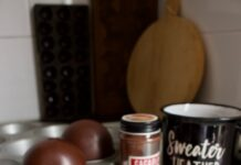chocoladebombs, gevuld met cacao, karamel blokjes en marshmallow