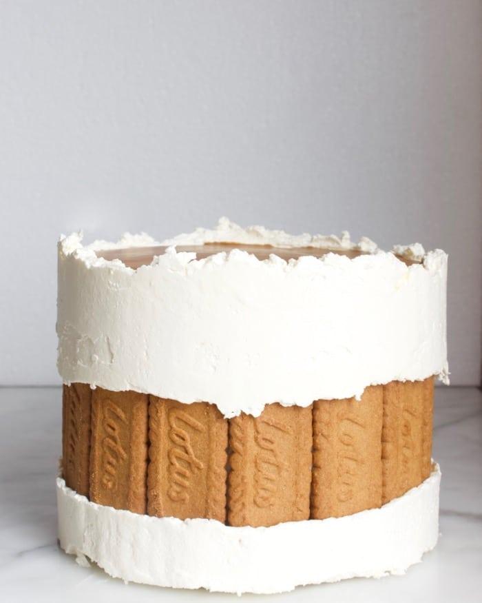 speculoos faultline cake gedecoreerd met speculoos koekjes