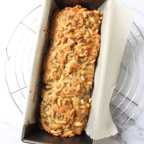 aardappel brood zonder gist in een cakevorm