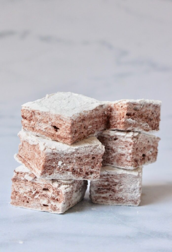 chocolade marshmallow gestapeld