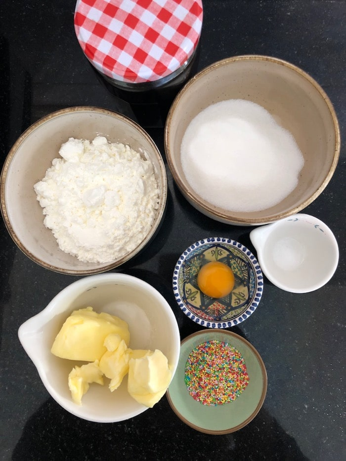 ingredienten voor maizena koekjes / surinaamse gomma koekjes